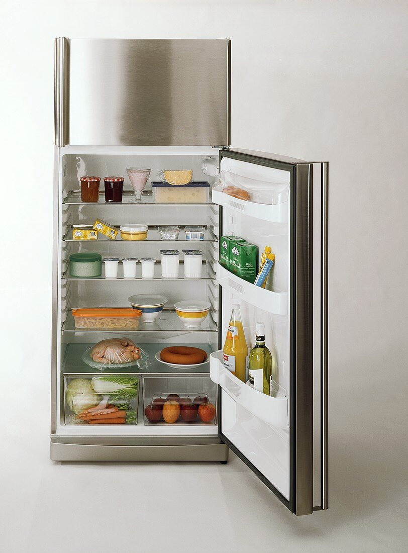 Storing food correctly in the fridge