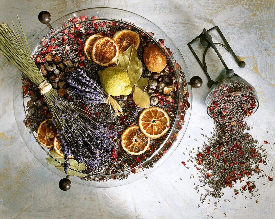 Pot-pourri: lavender, flower petals, orange slices, lemon