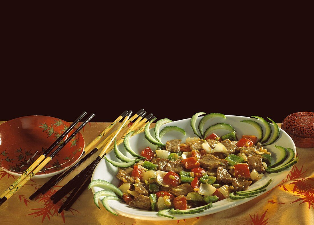 Beef in oyster sauce with cucumber strips
