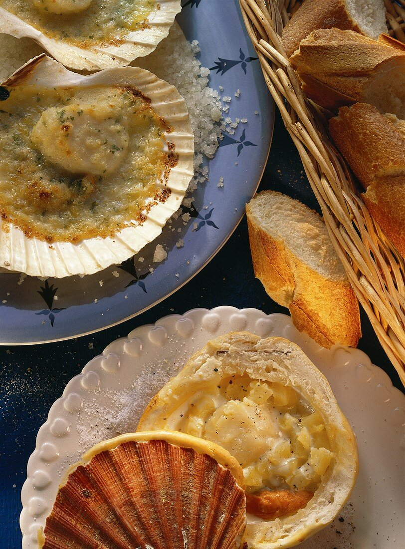 Baked scallops and scallop ragout in pastry