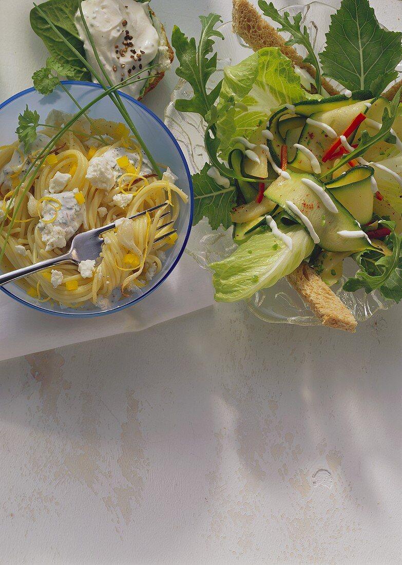 Spaghetti cheese; herb quark & bread; vegetable salad