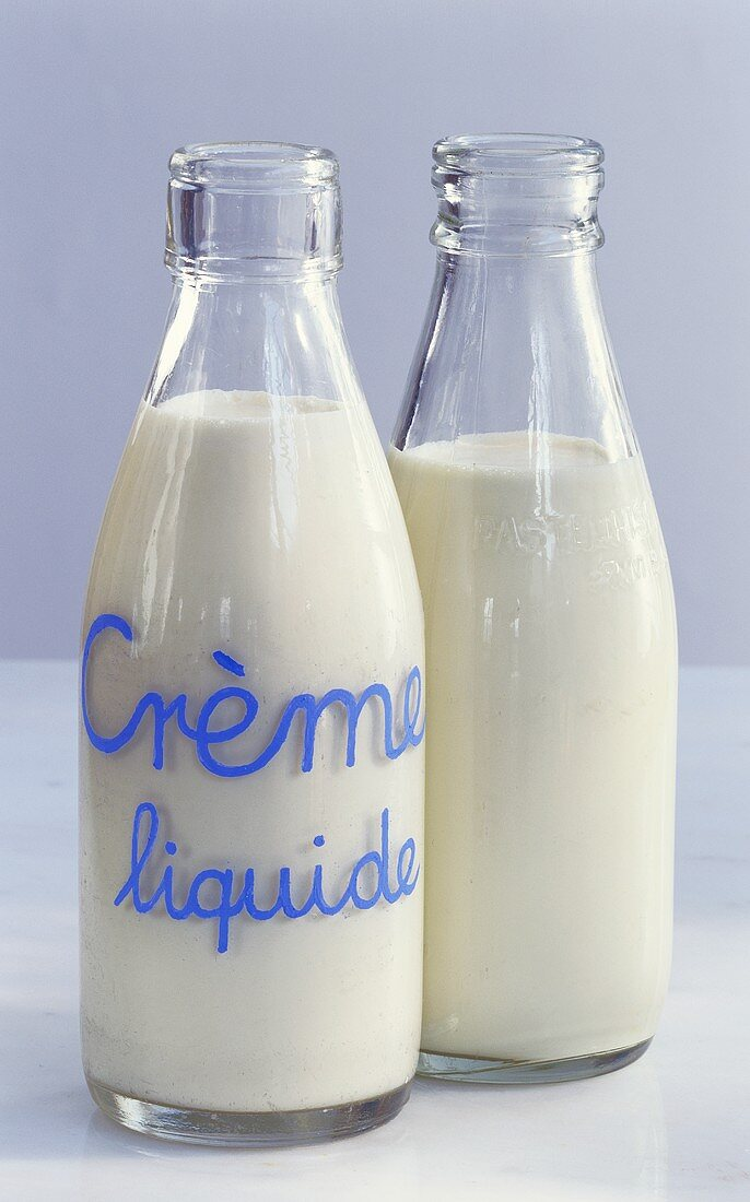 Cream (Crème liquide) in two glass bottles