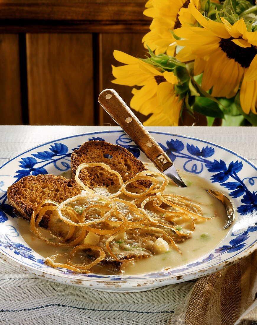 Nuremberg potato soup with slices of bread & onion rings