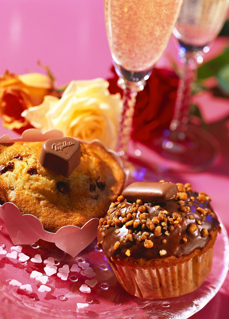 Heart muffins and Merci muffins with praline; roses; champagne