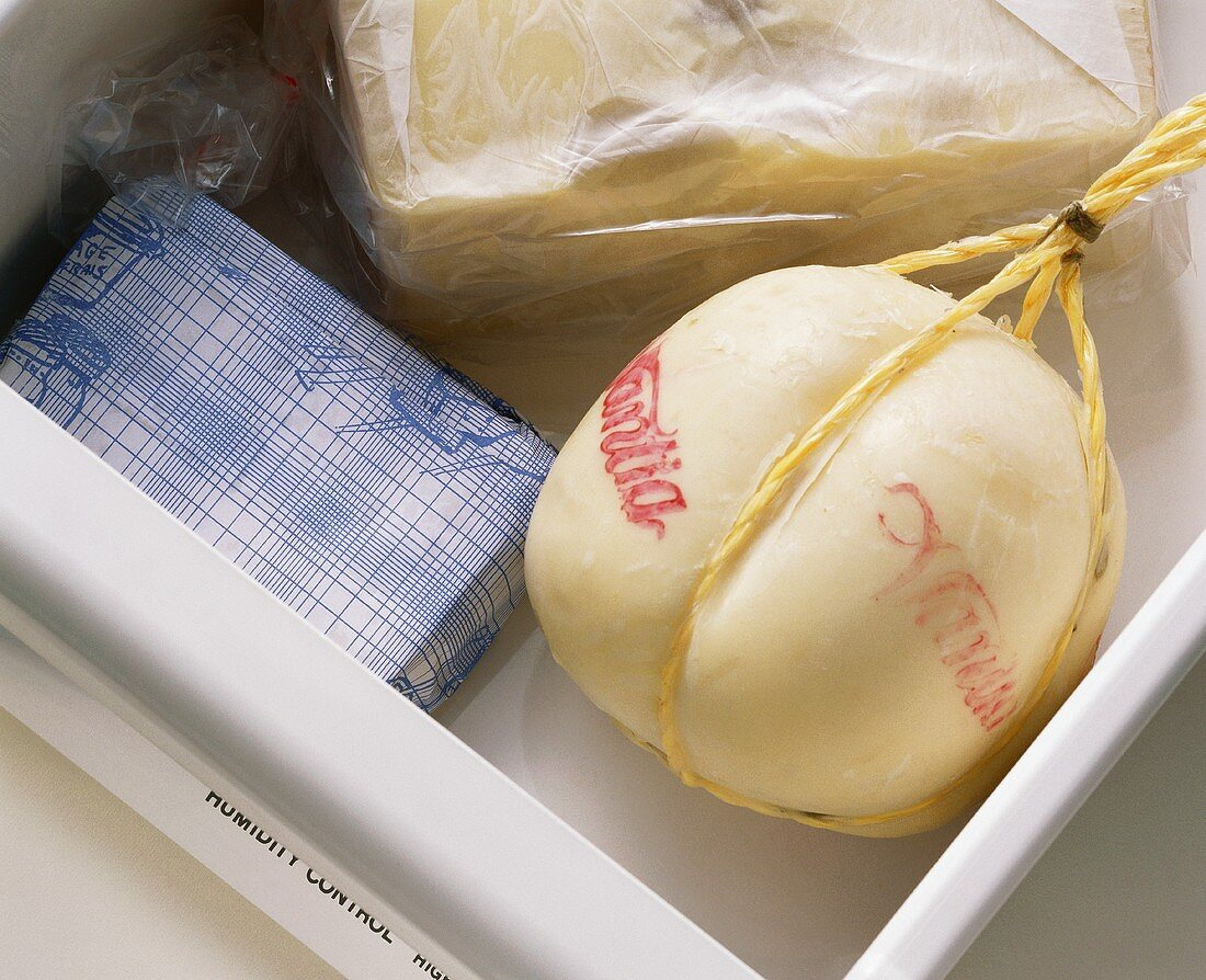 Keeping cheese in the vegetable compartment of a fridge