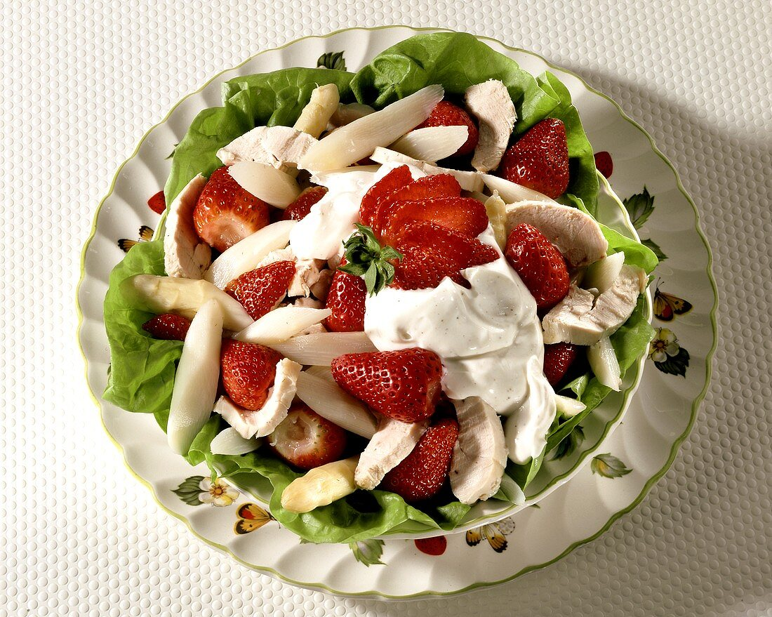 Asparagus and strawberries with turkey breast and mayonnaise