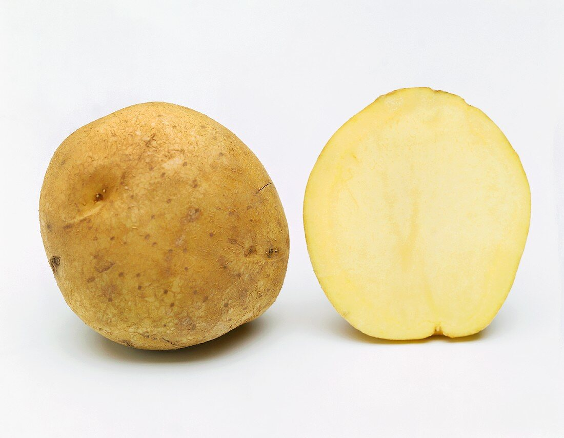 Potato (variety: Libora), whole and in cross section