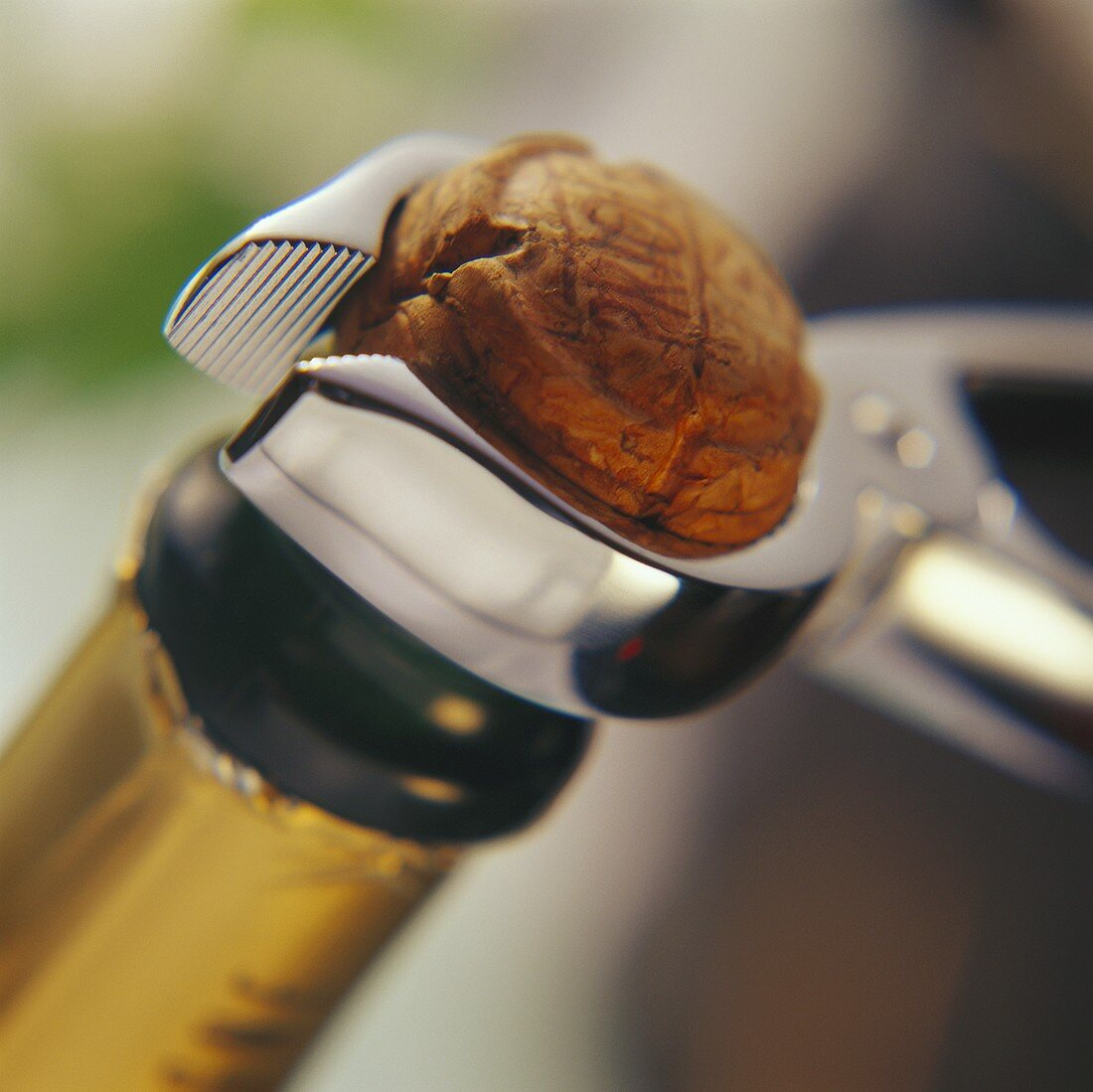 Opening sparkling wine bottle:loosen cork with champagne tongs2
