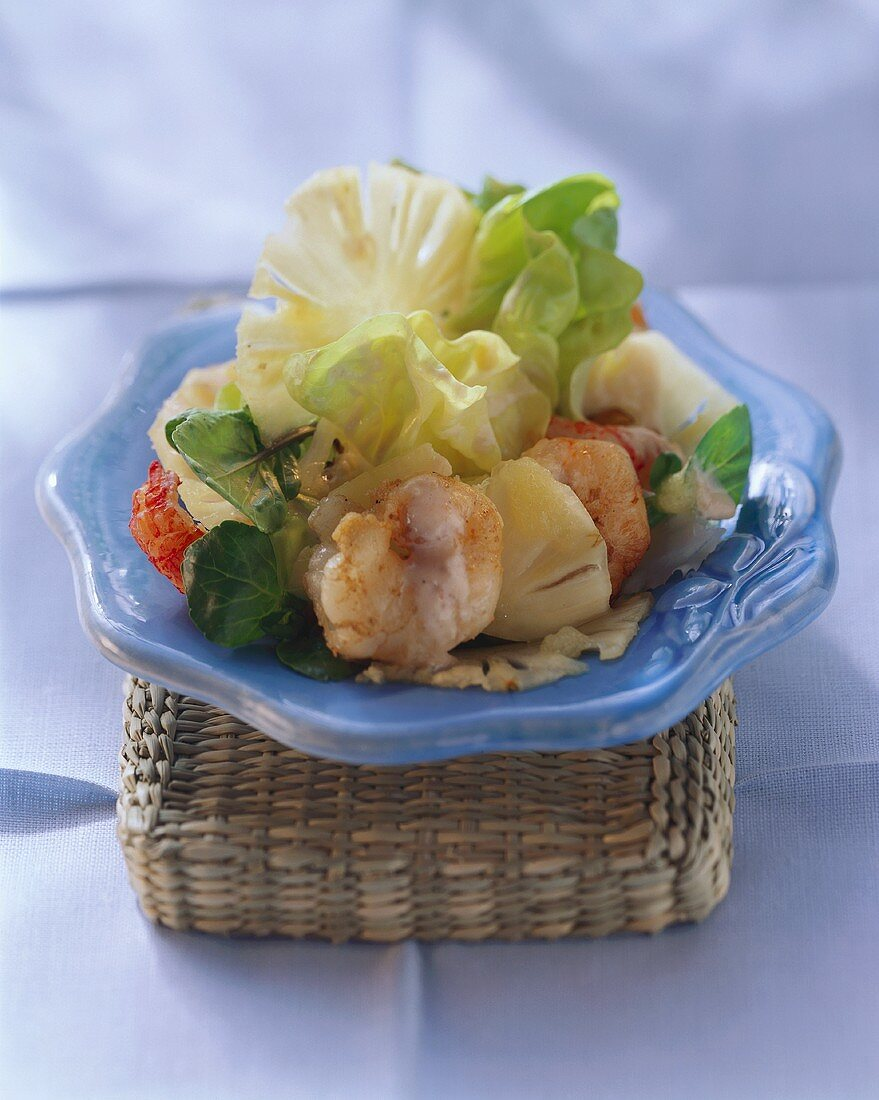 Pineapple salad from El Hierro with shrimps and lettuce
