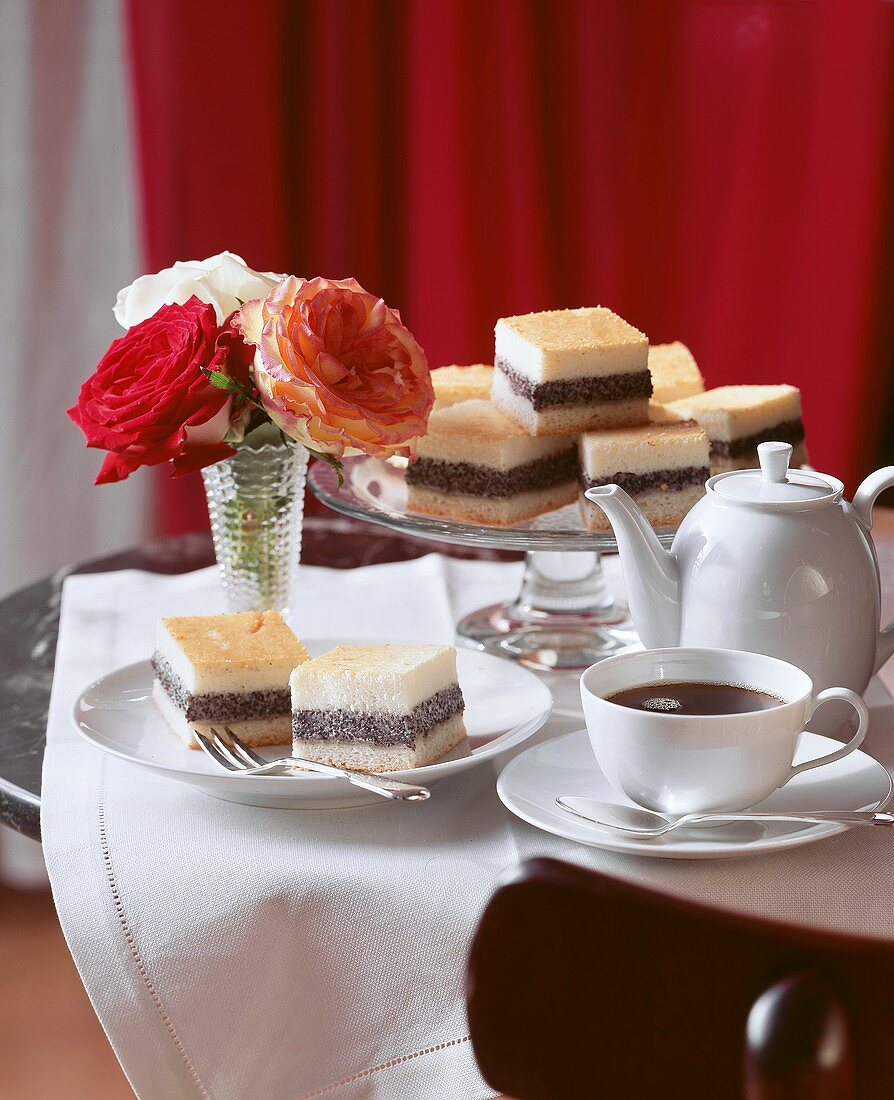 Poppy seed cheesecake with coffee; roses