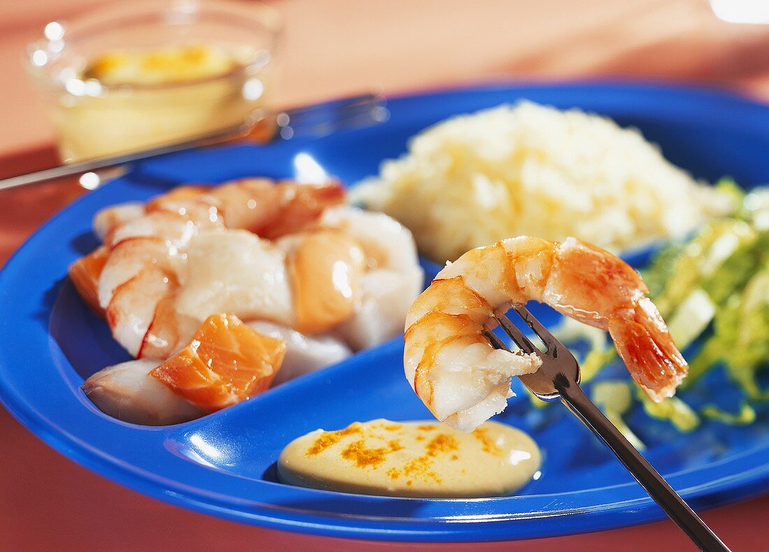 Seafood fondue with saffron mousse and rice