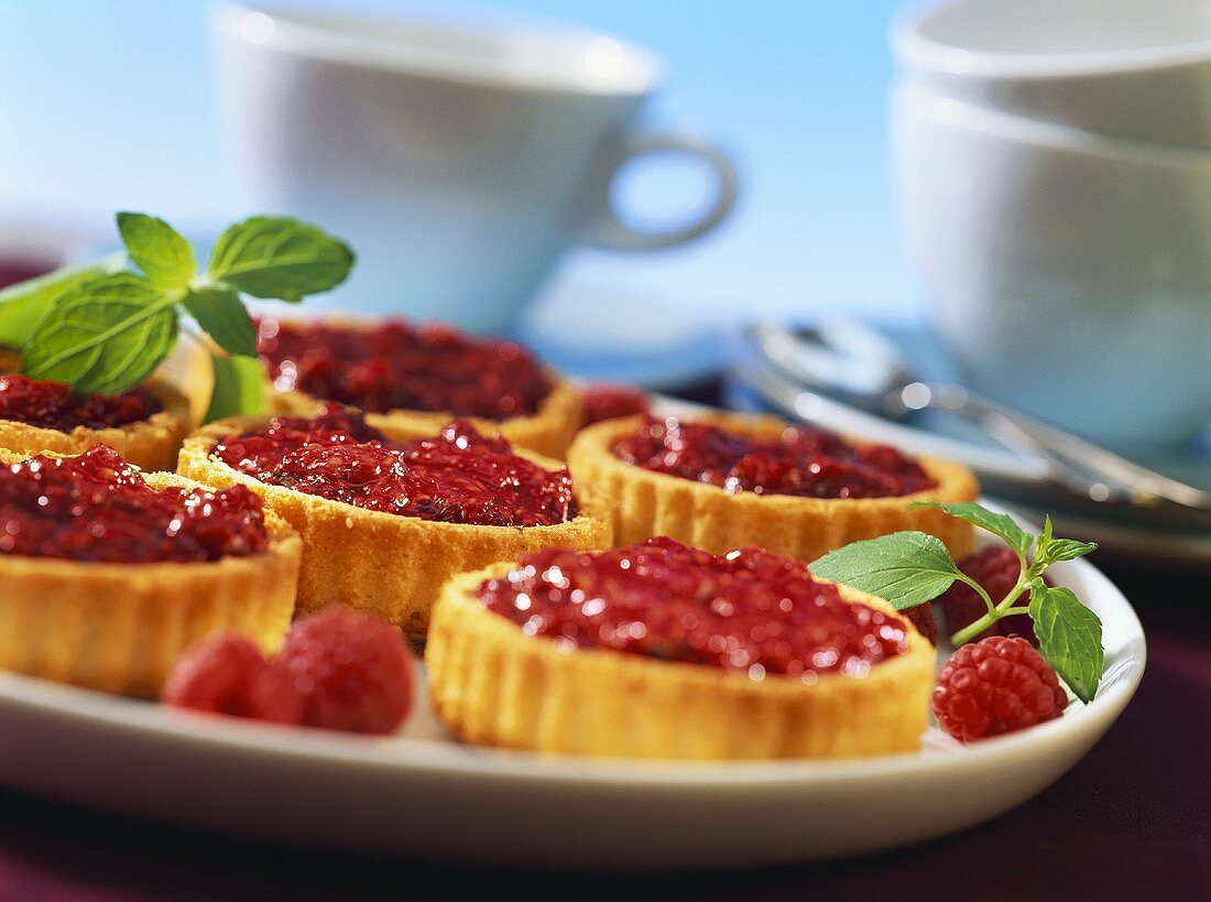 Tartlets with raspberry and lemon balm jam