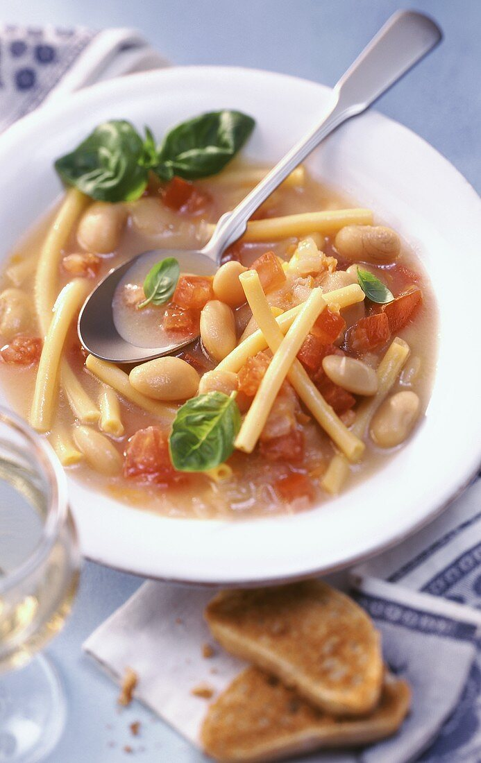 Pasta e fagioli (noodle soup with beans and tomatoes)
