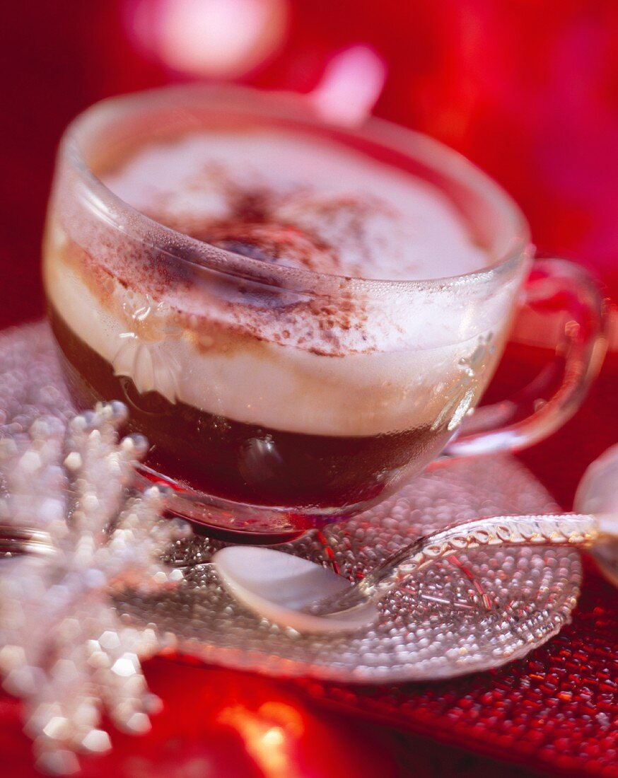 Coffee hot shot: expresso with cream and raspberry pulp