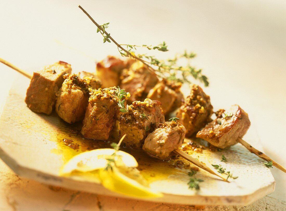 Moorish meat kebabs with thyme