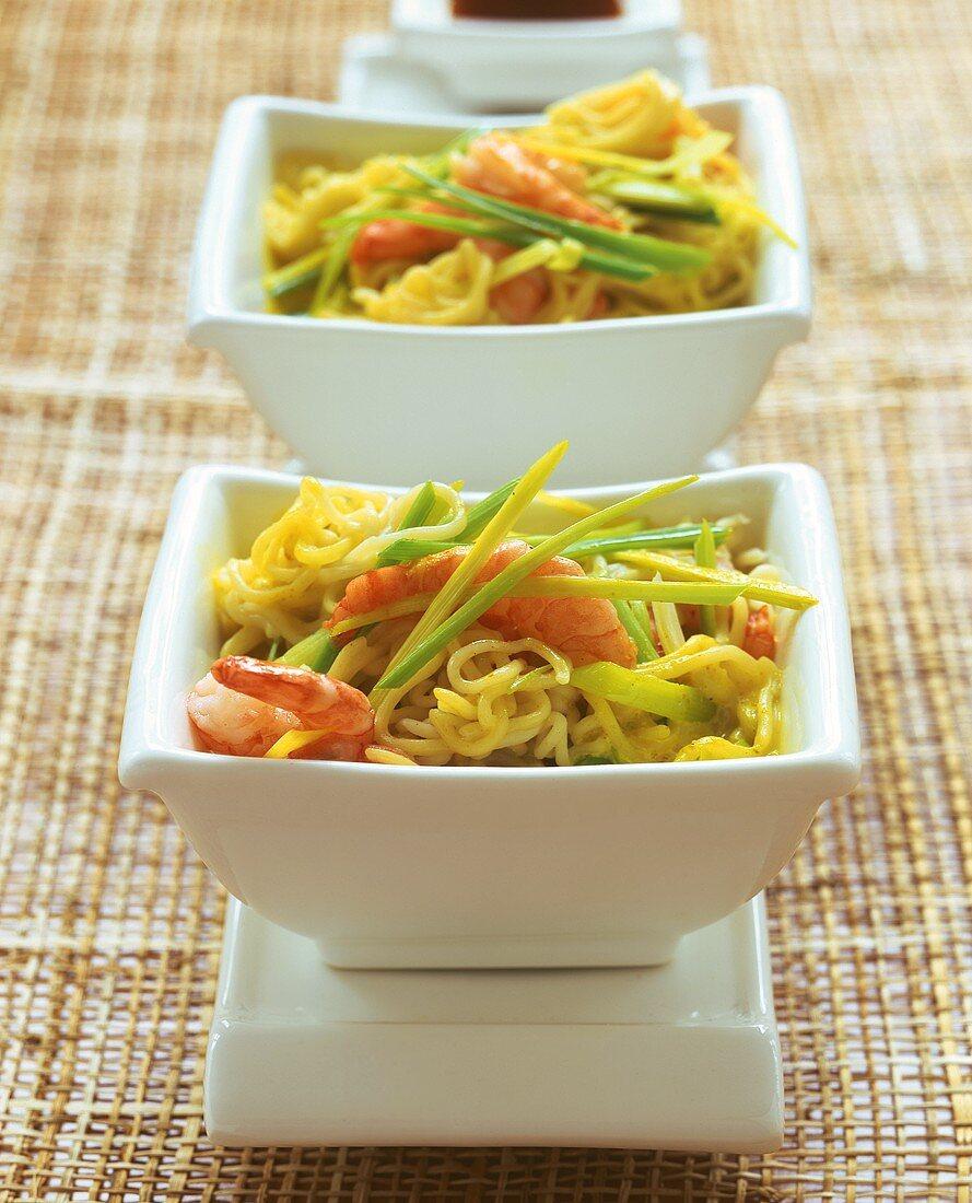 Asian noodle stir-fry with shrimps and leeks