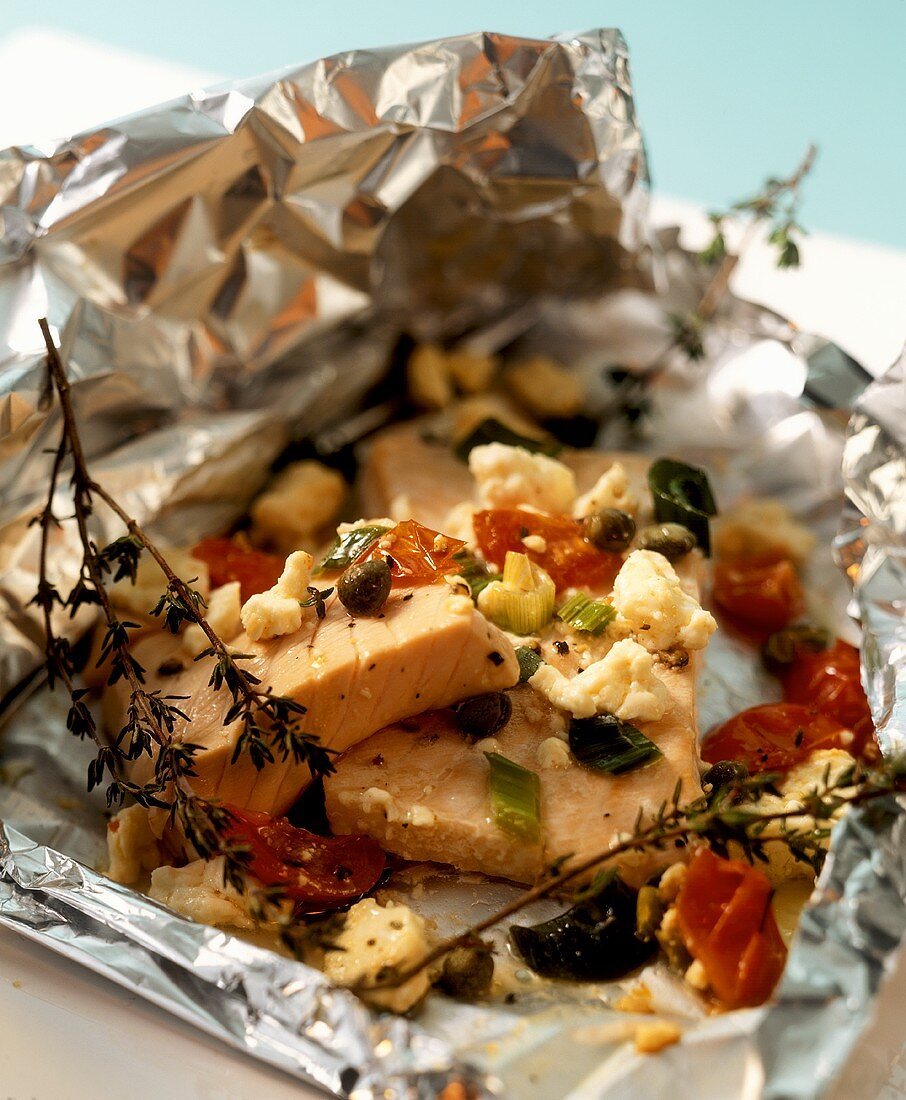 Salmon fillet with sheep's cheese cooked in foil