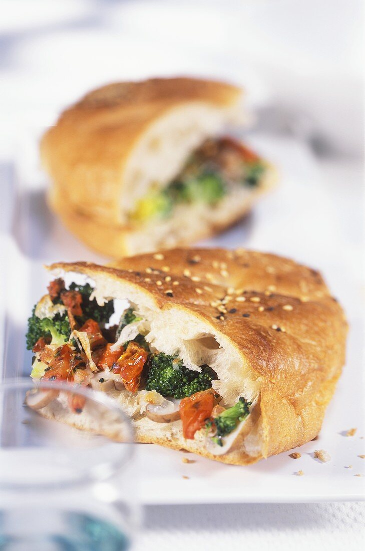 Flat bread with tomato and broccoli filling