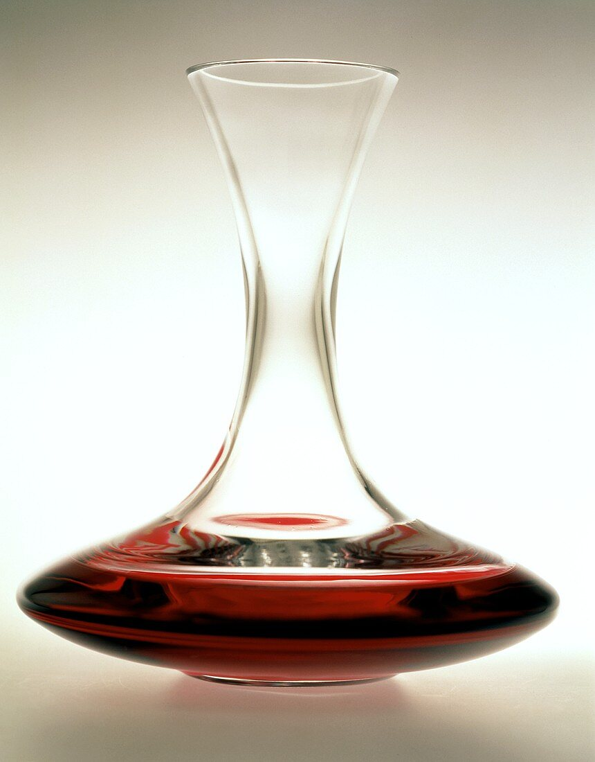 Carafe for decanting red wine