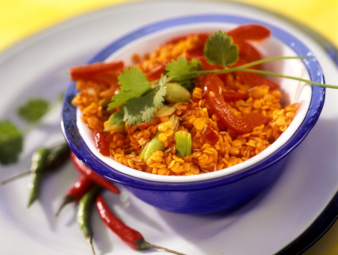 Lentil curry with peppers, chili and spring onions