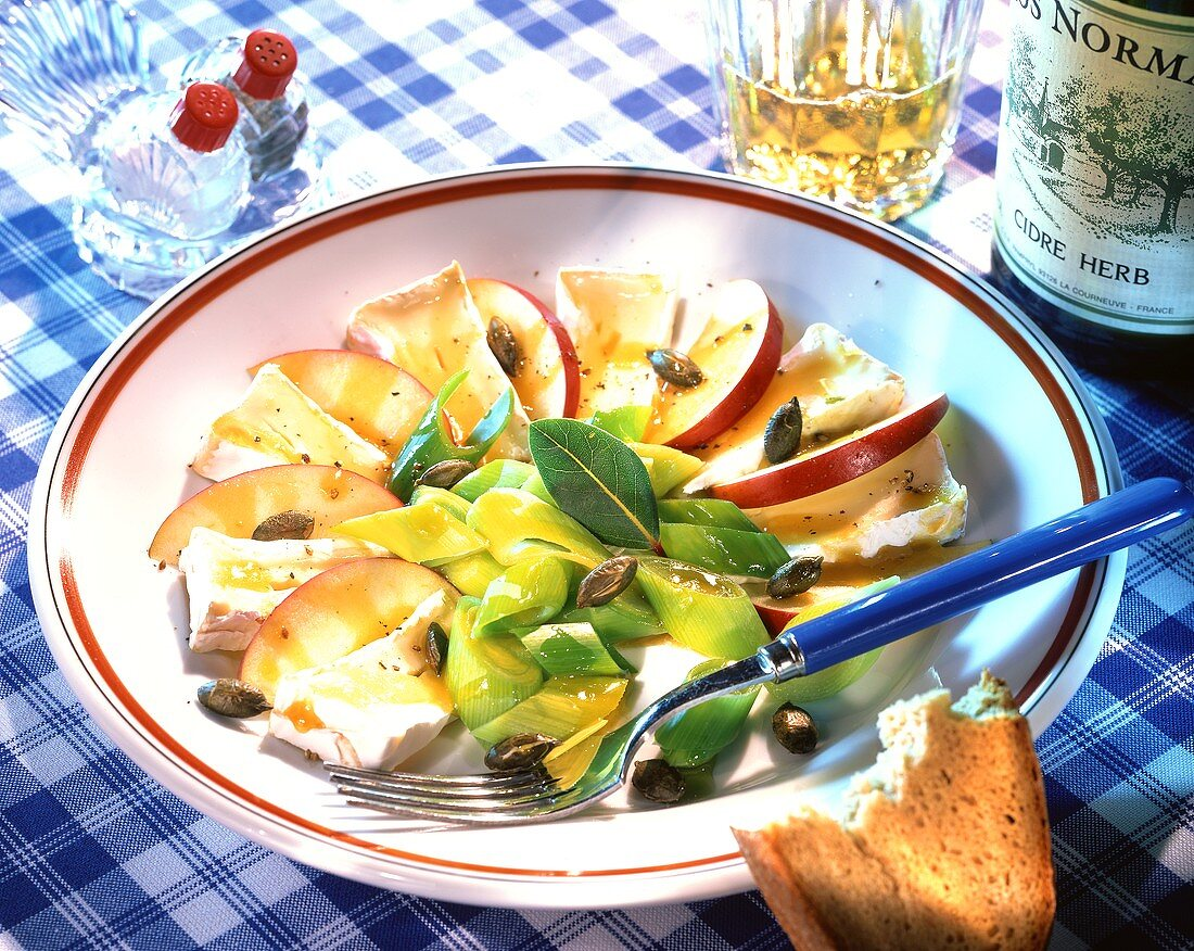 Camembert with apple slices, leek and pumpkin seeds