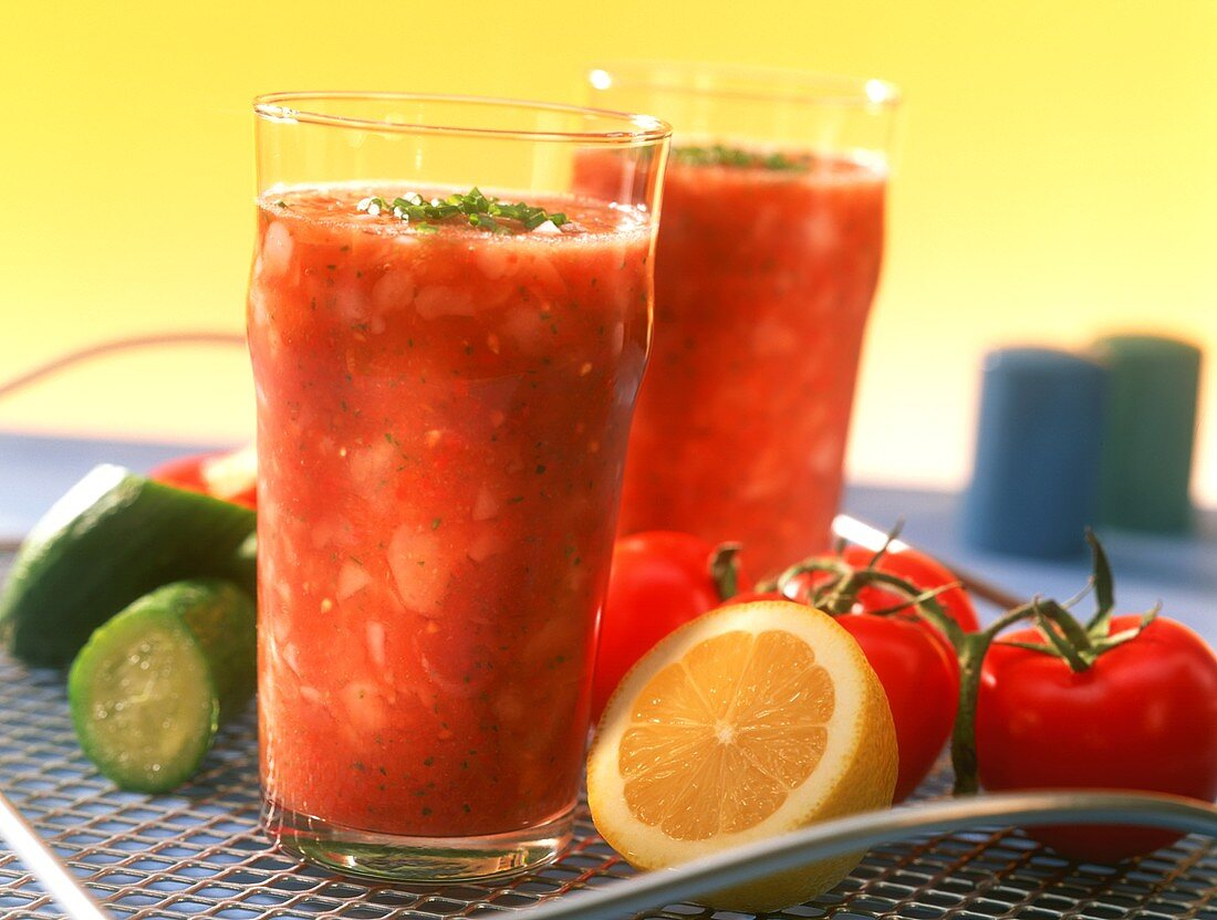 Vegetable shakes with tomatoes and chives