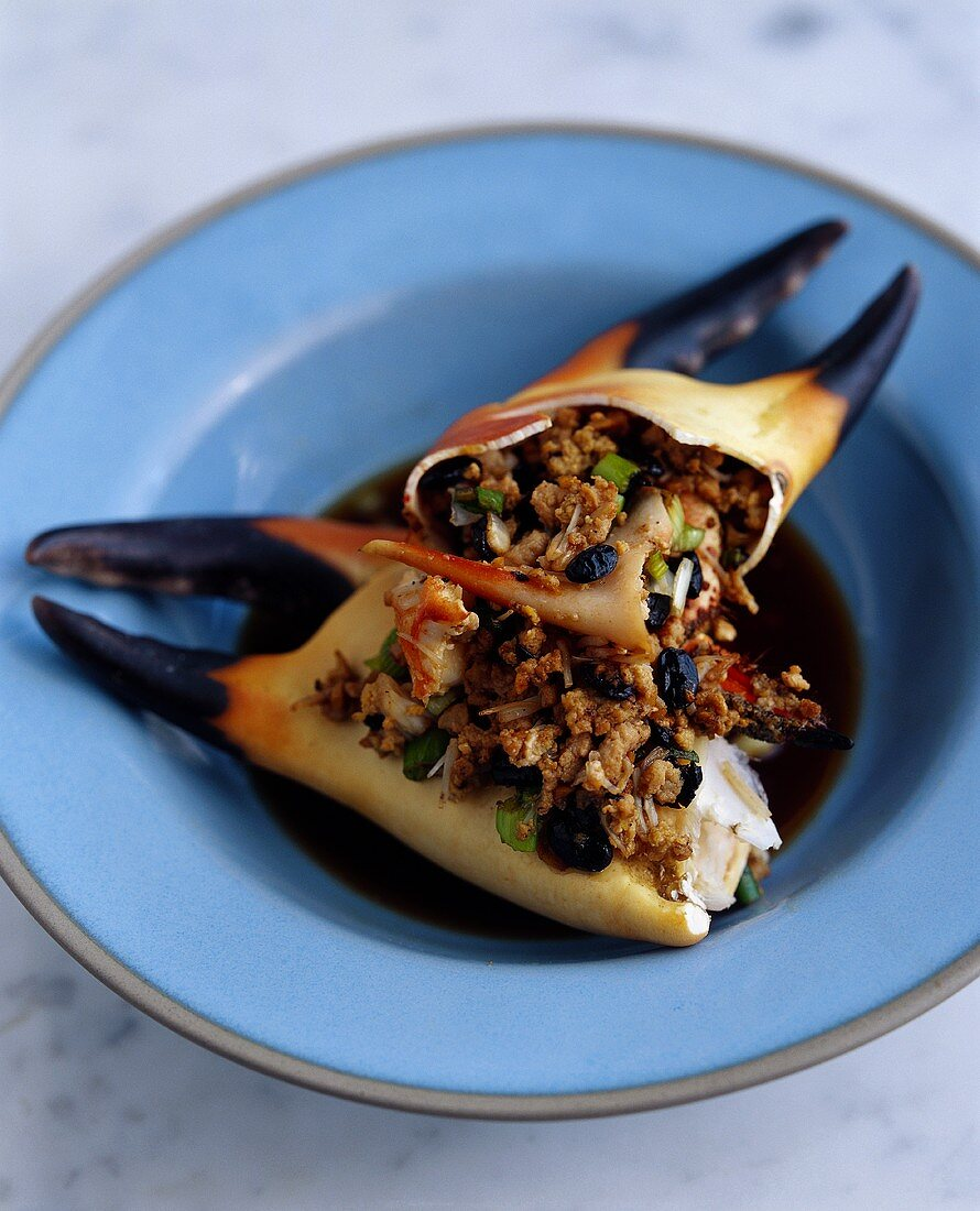 Crab pincers with black bean sauce (Canton, China)