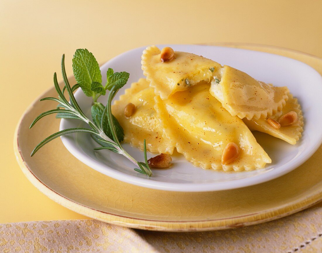 Ravioli with quark filling and pine nuts