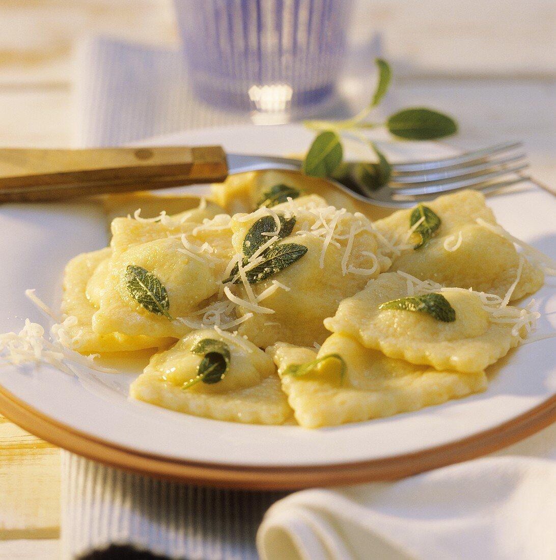 Ravioli con gli spinaci alla salvia (Ravioli with sage)