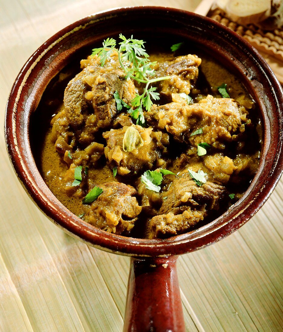 Lamb curry with yoghurt and ginger