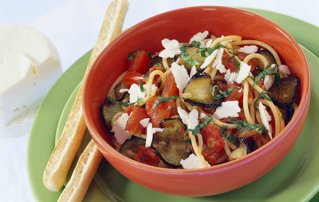 Pasta alla norma (Pasta with aubergines, tomatoes and sheep's cheese)
