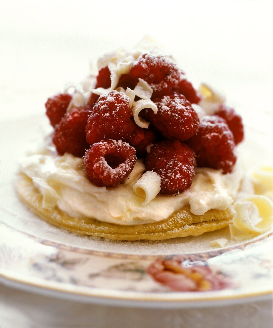 Raspberry tartlet with white chocolate