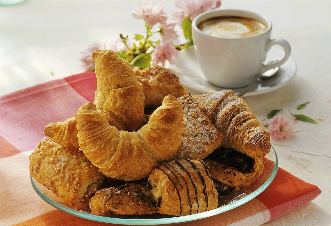 Sweet puff pastries to eat with coffee