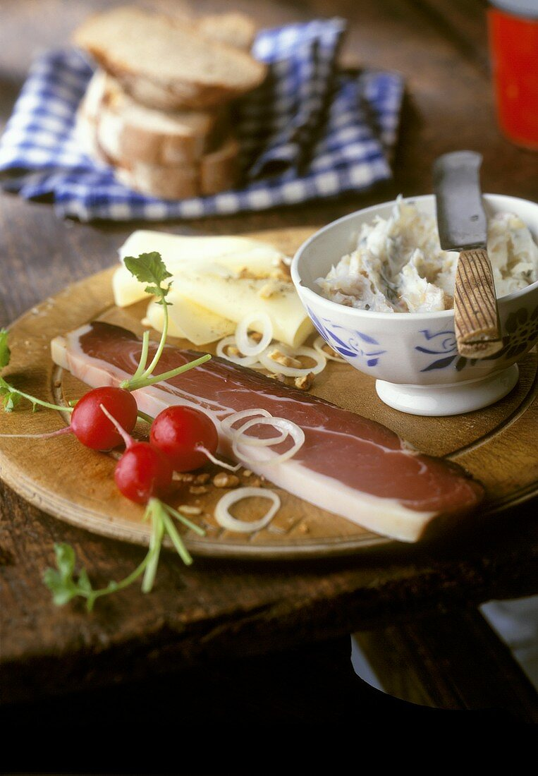 Tyrolean snack with bacon, cheese and dripping