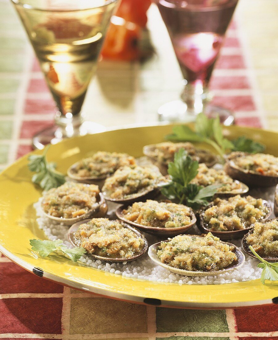 Carpet shell clams with gratin topping (Antilles)