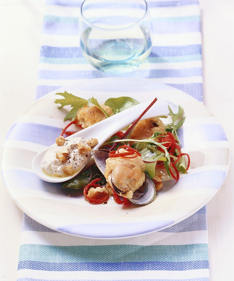 Fried mussels with walnut yoghurt and salad