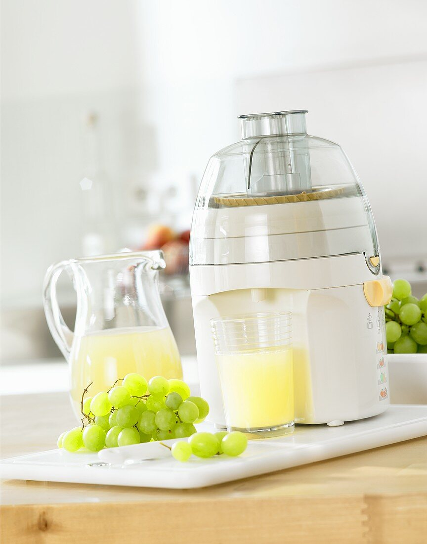Freshly pressed grape juice with electric juicer