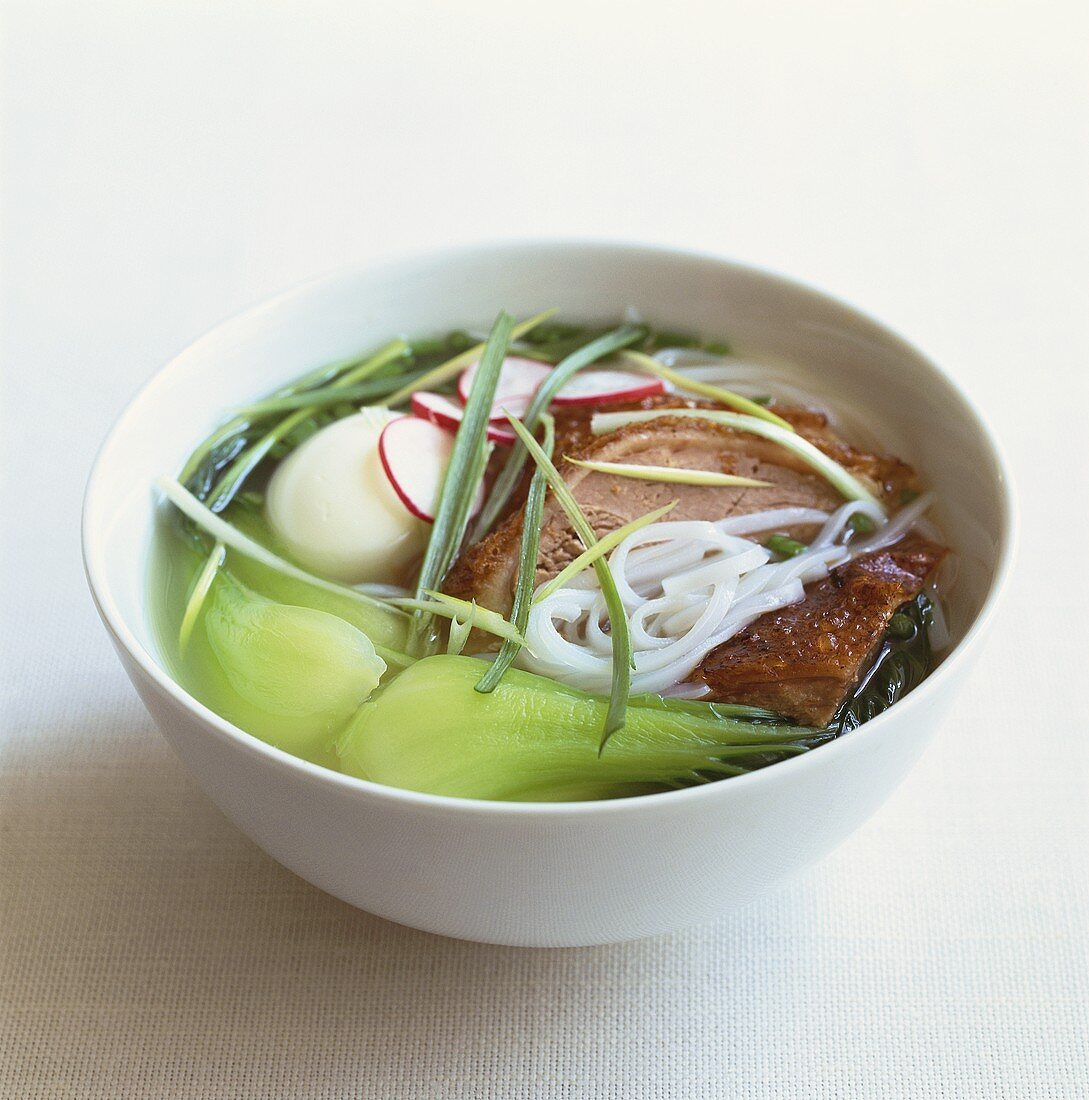 Rice noodle soup with pak choi, pork and egg (China)