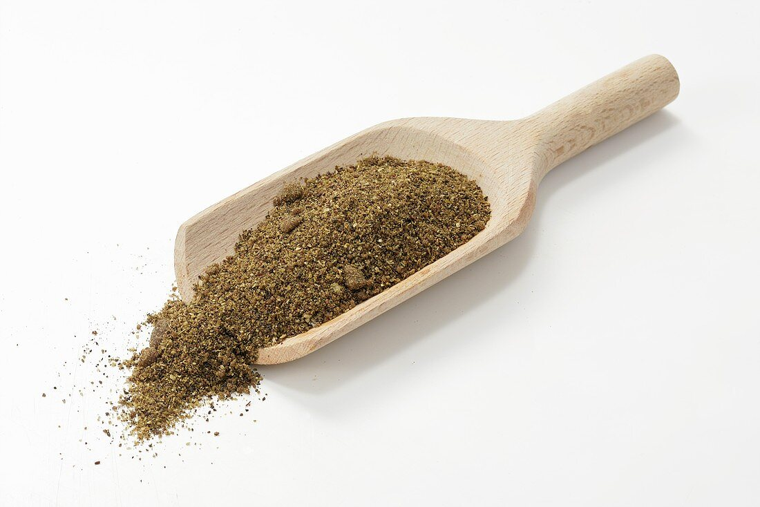 Djah Oftadeh (spice mixture from Persia) in wooden scoop