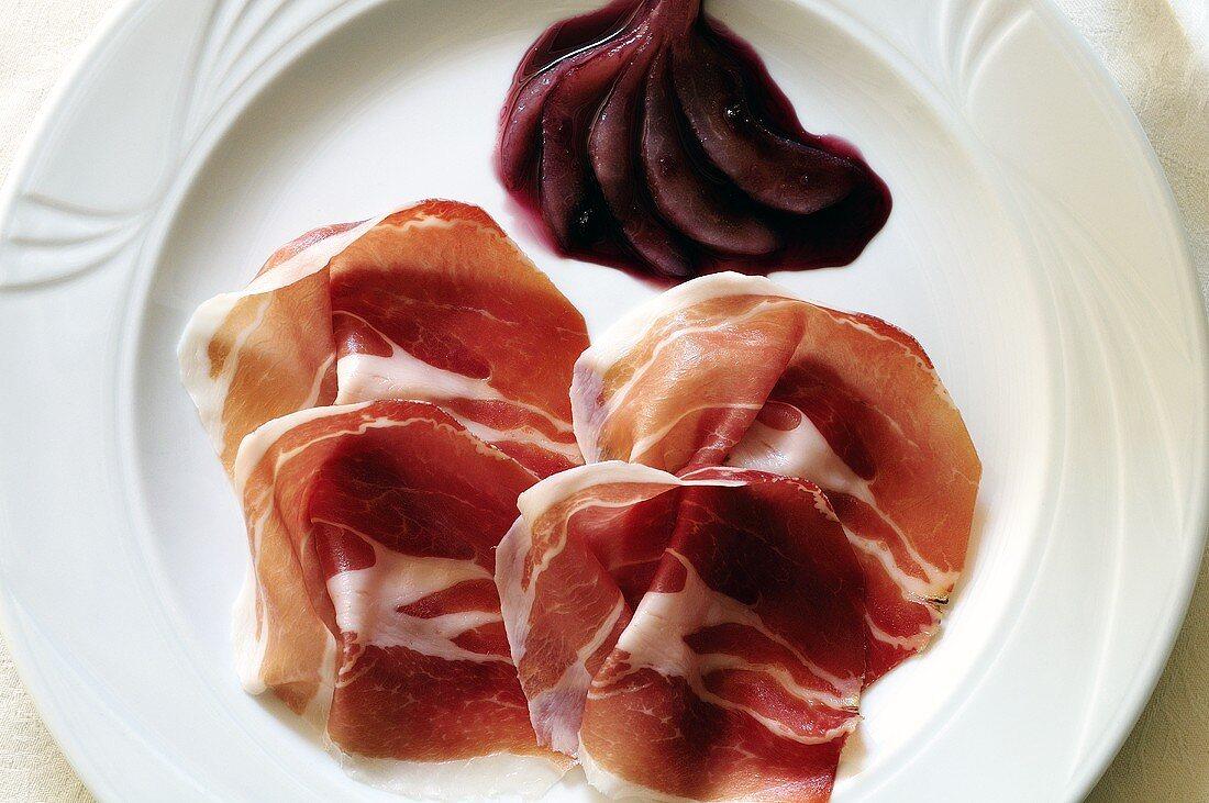 Prosciutto e pera (Raw ham with red wine pears)