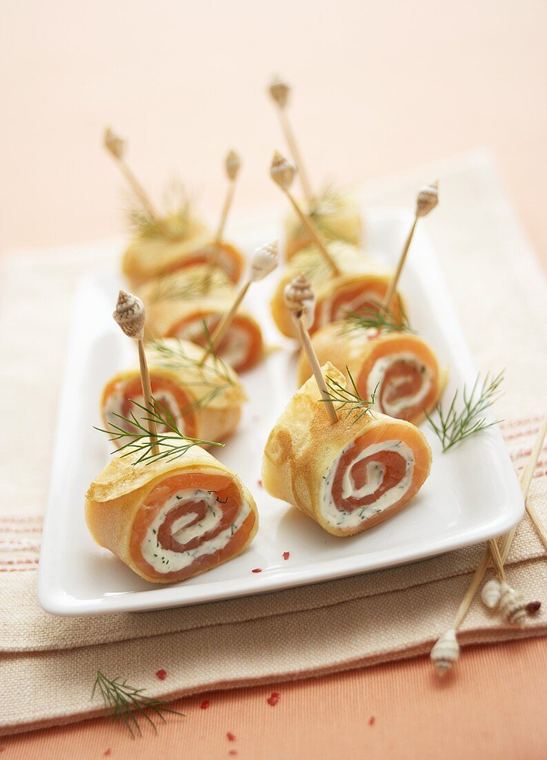 Crêpe rolls filled with smoked salmon