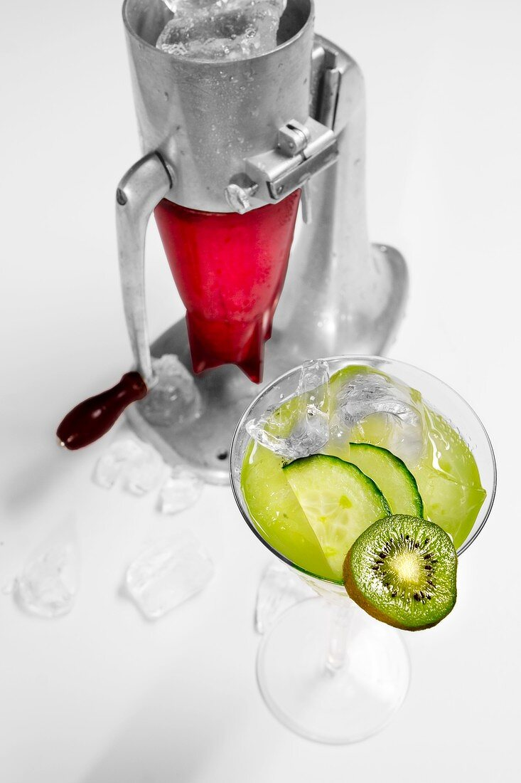 Kiwi Cumber (cocktail with vodka, kiwi and cucumber) and an ice crusher