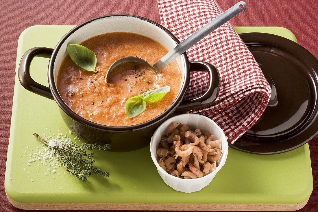 Tomato sauce with shrimps