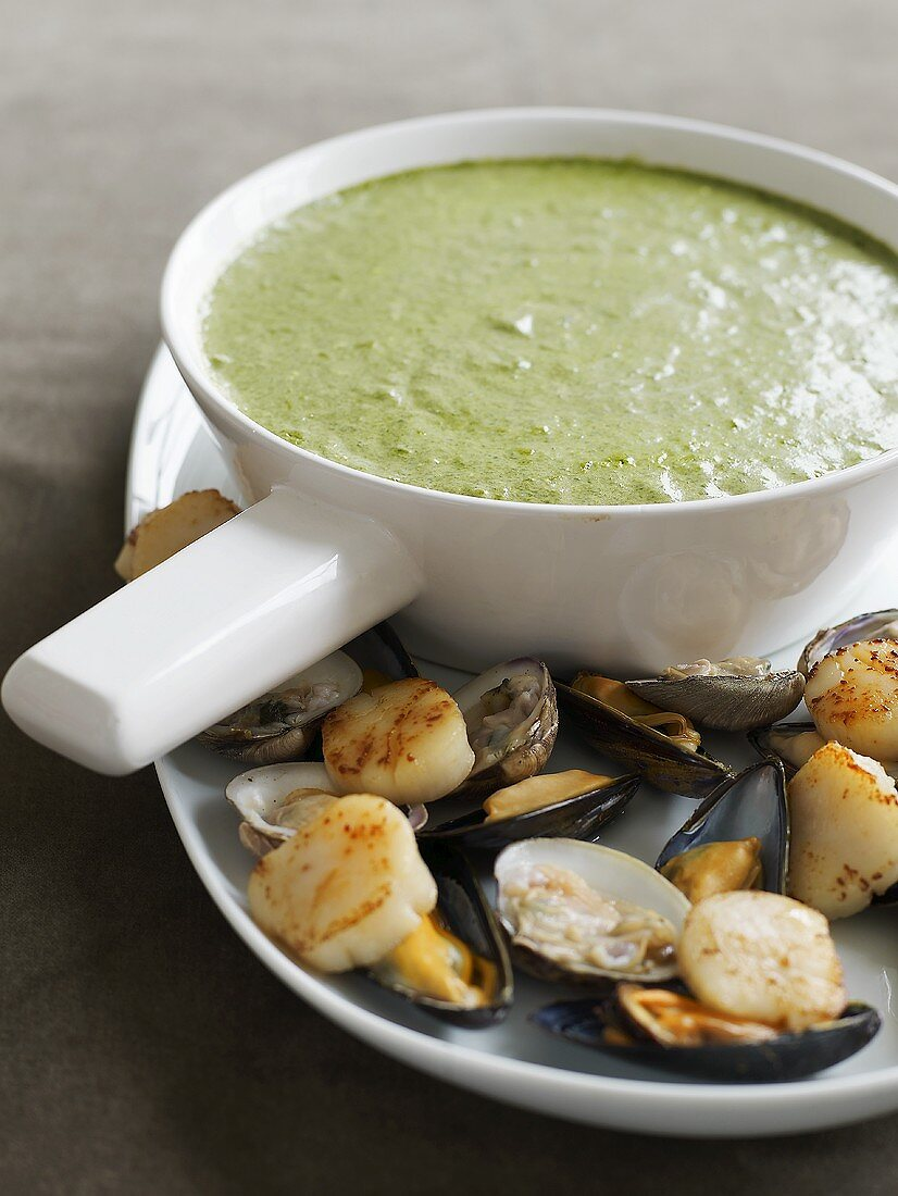 Shellfish with cheese and spinach fondue
