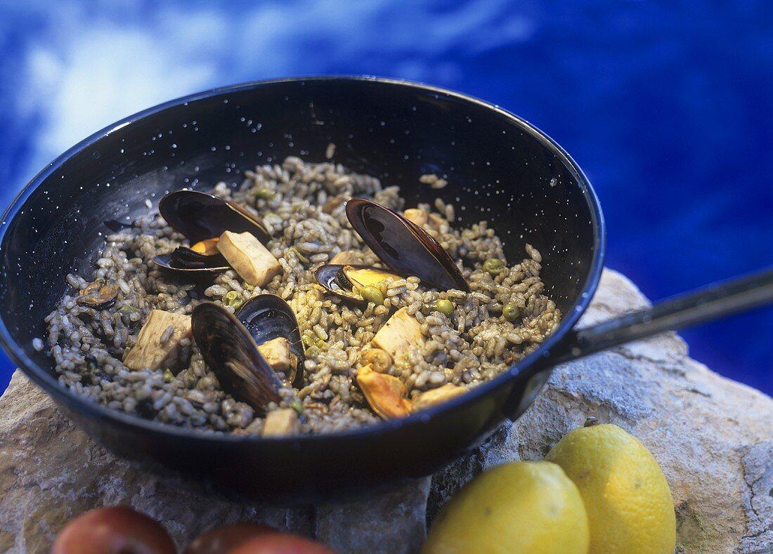 Arros negre (Schwarzer Reis mit Tintenfisch, Mallorca)