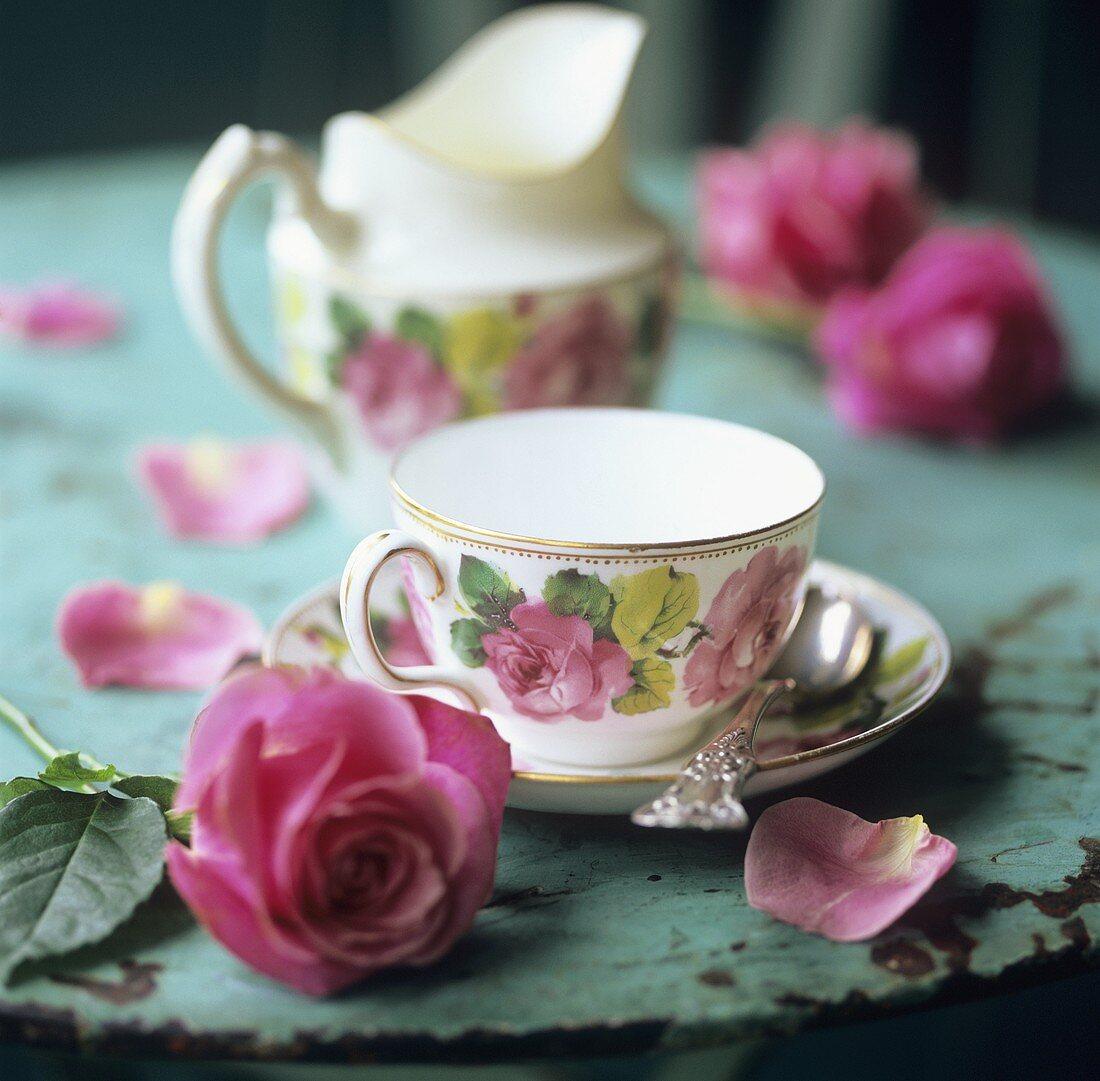 Rose-patterned tea things