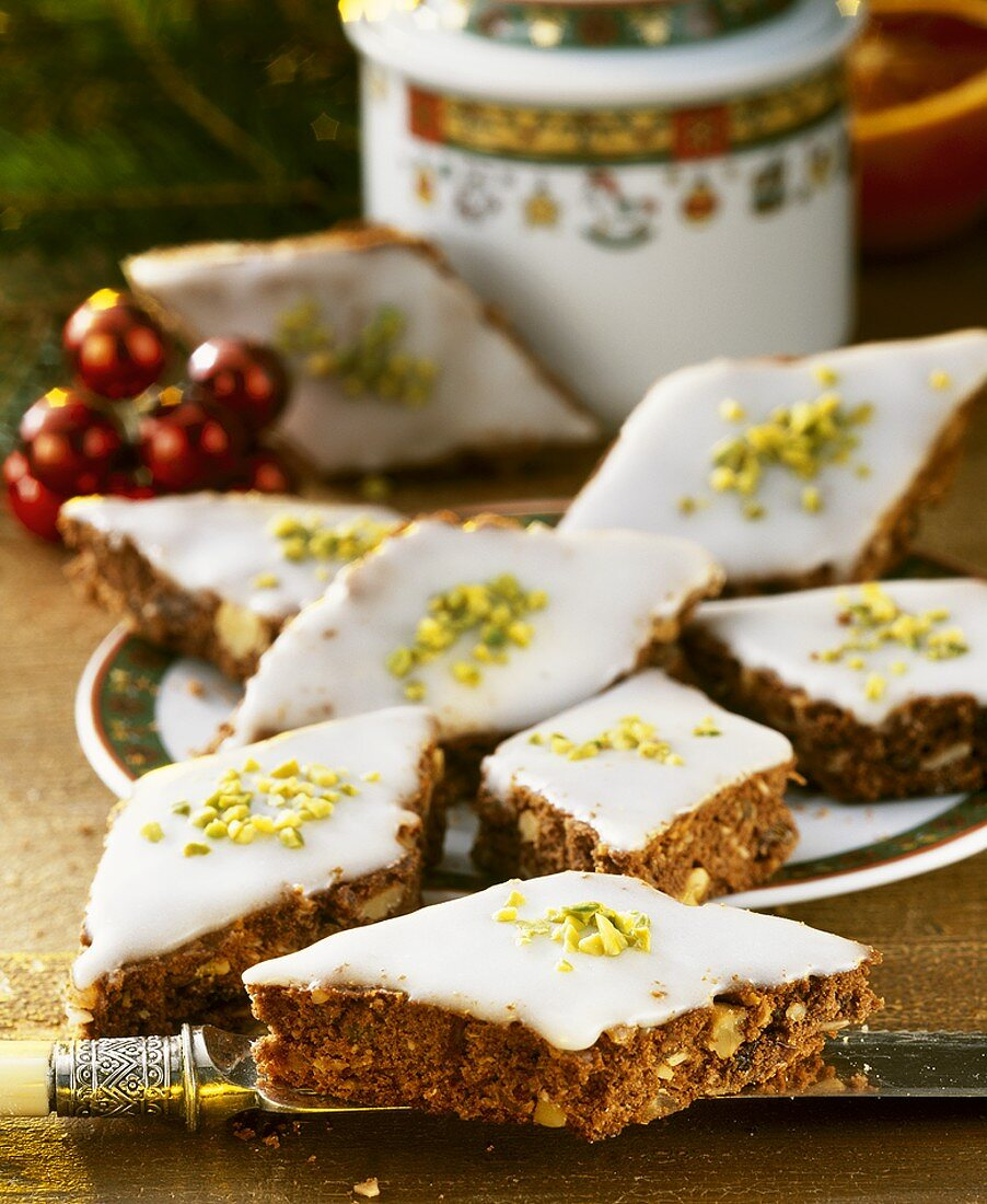 Spiced diamonds with icing