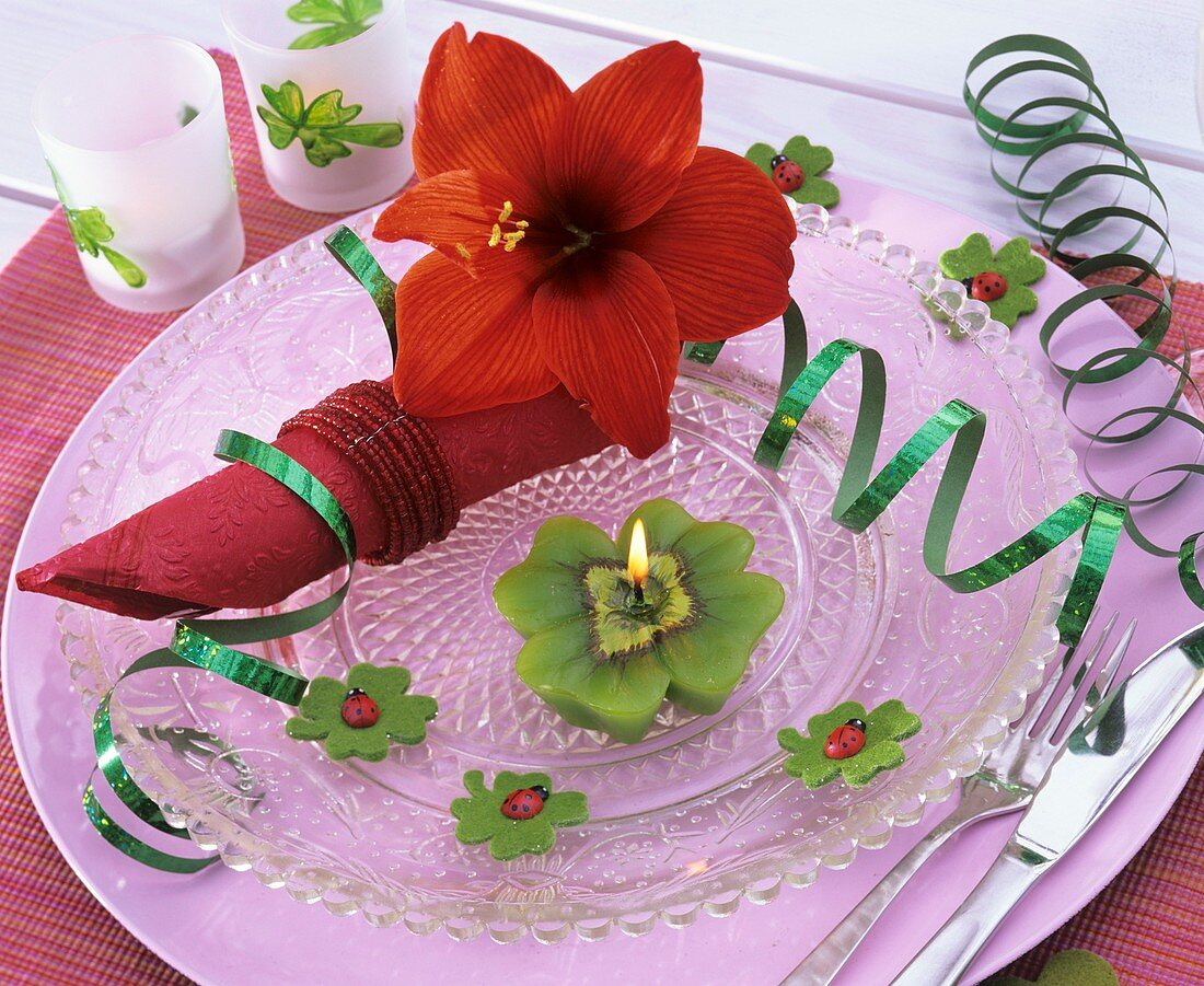Amaryllis & 4-leaf clover candle (New Year plate decoration)