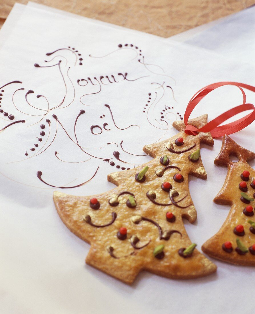 Fir tree biscuits to hang on the Christmas tree