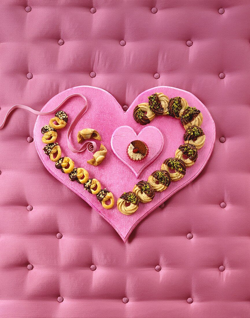 Almond pretzels and chestnut rings on heart-shaped tray